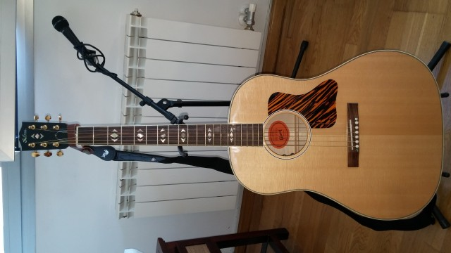 Gibson advanced jumbo deluxe flame 1.600€