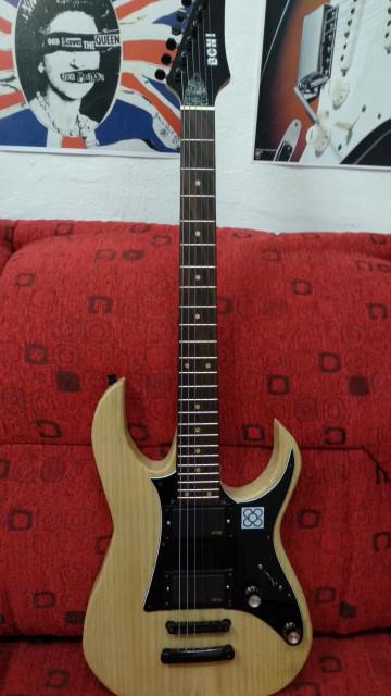 Guitarra estilo Ibanez
