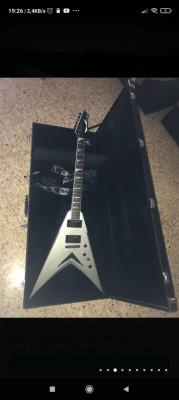 Modelo V VMNT Dave Mustaine de Dean guitars