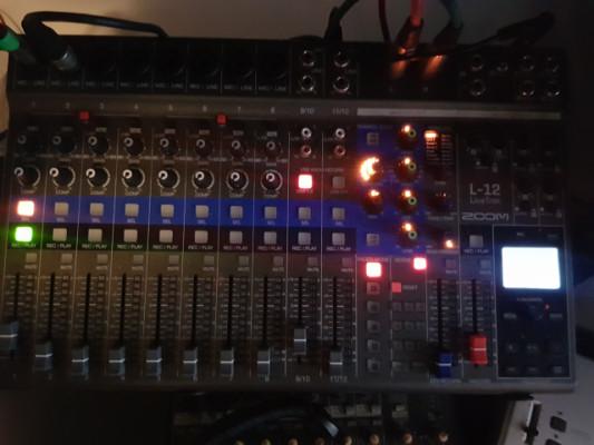 Zoom live track L-12
