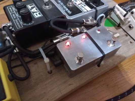 Pedal ABY hecho por luthier