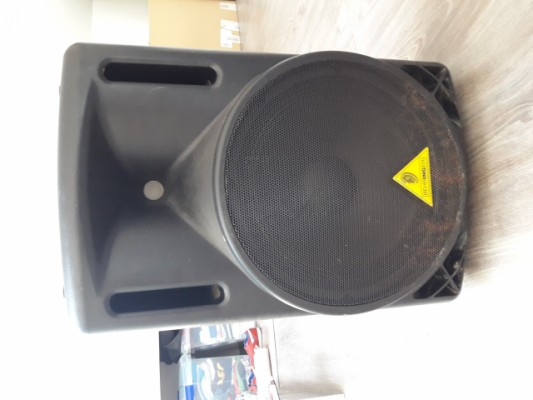 pareja de altavoces beheringer 212 xl en perfecto estado