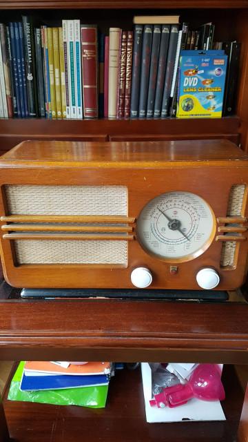 Busco Manitas que me haga ampli  o que acomode un ampli a una radio antigua