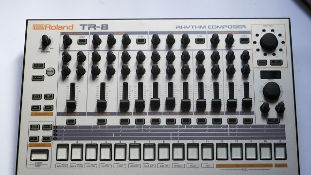 ROLAND TR8 CUSTOMIZADA 909 + decksaver