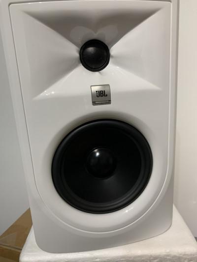 Jbl lsr 305 white (unidad mk2)