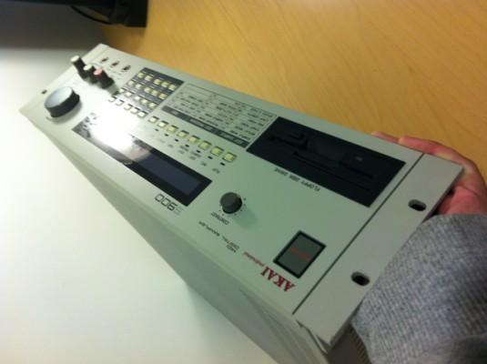 Sampler Akai s 900
