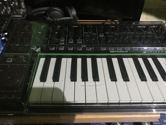 Sintetizador Roland System 1
