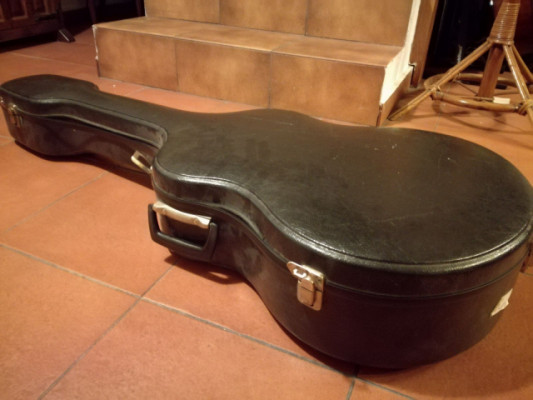 Estuche rígido para guitarra de los años 50