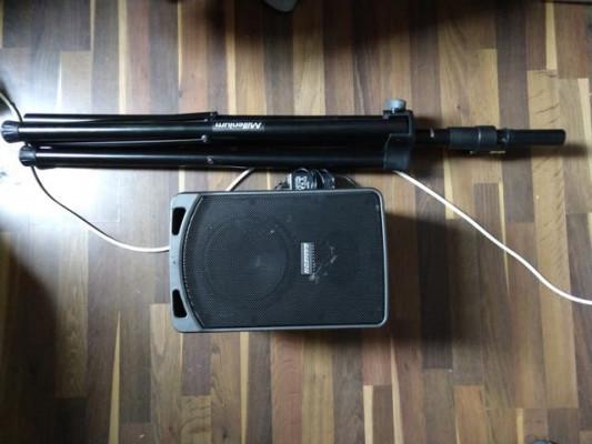Samson XP106 (bluetooth, 20h batería) + Soporte
