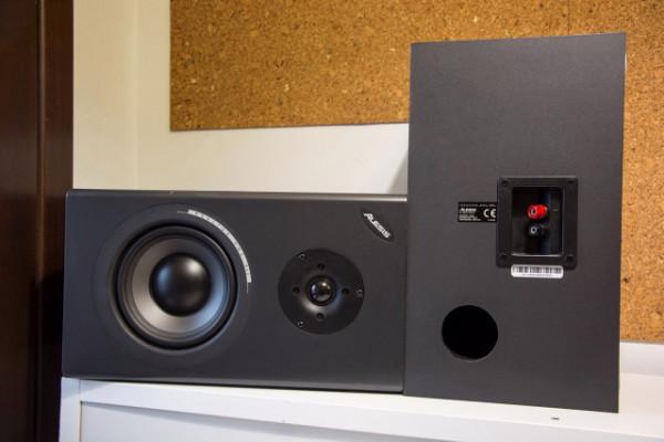 Monitores de estudio Alesis Monitor One MK2 + amplificador Yamaha