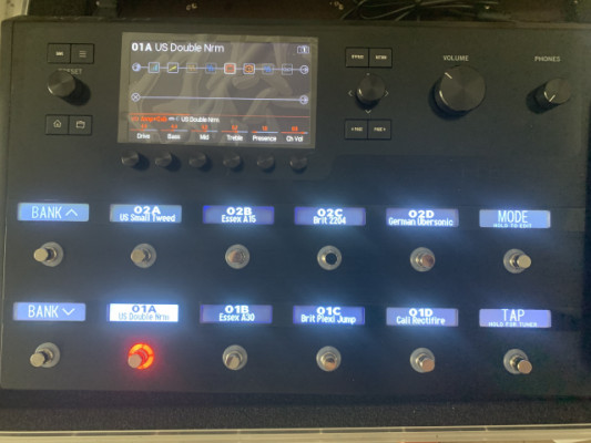 Line 6 Helix Floor Multi-Effect and Amp Modeler with Hard Case
