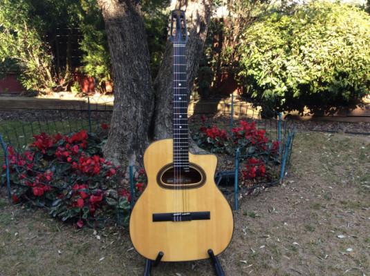 Guitarra Gypsy Jazz clasica con cuerdas de nylon.