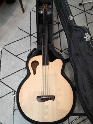 Tacoma Thunderchief  CB105C acoustic 5 string