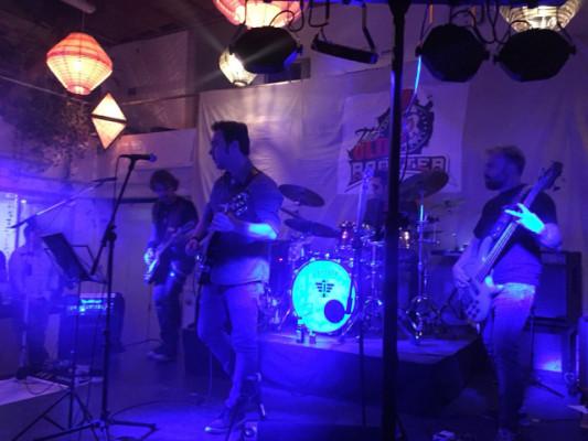 Grupo de Rock  (temas propios+versiones inglés), busca bajista