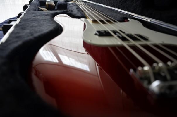 o cambio Fender Precision Standard americano (USA) de 2012