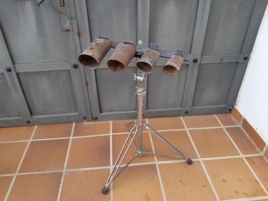 cowbells con soporte (en castellano : campanas/campanillas/cencerros)