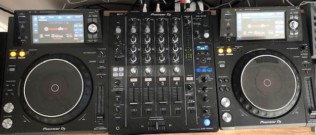 Equipo DJ Pioneer XDJ-1000MK2  x 2 + DJM-750MK2