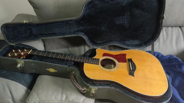 Guitarra Taylor 710 CE