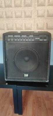 Amplificador a válvulas Uniwel TH-60s