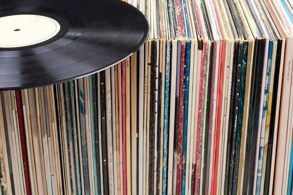 Vendo/cambio vinilos música electrónica