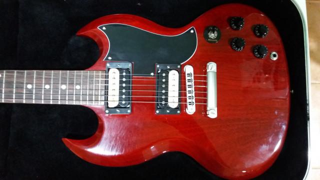 Gibson SG Special 2015 por combo a valvulas, más algo de dinero