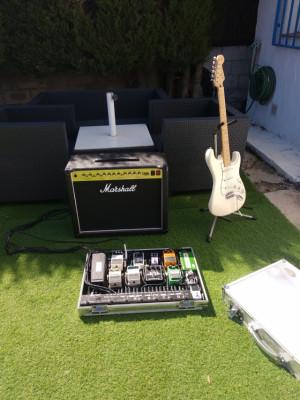 Amplificador valvular Marshall DSL 40C y pedalera