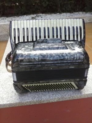 acordeon crucianelli 120 bajos