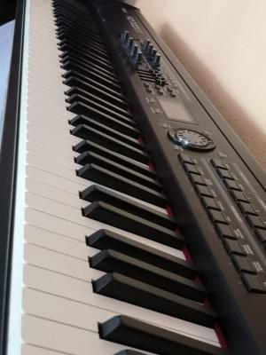 Roland RD 700 GX - Stage piano / Piano de escenario