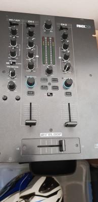 Mesa de mezclas Reloop RMX22i .