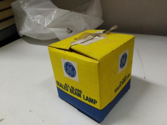 SEALED BEAM LAMP