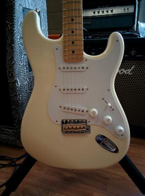 Compro Stratocaster color Vintage White con diapasón de arce