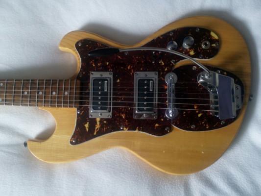 Guitarra rusa Rockwill de los 70