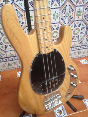 bajo musicman stingray, no cambio