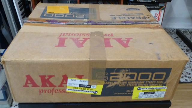 Sampler AKAI S2000 en caja + software original. Excelente estado