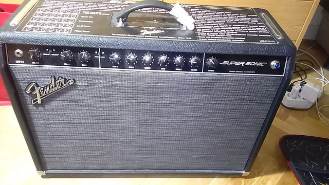 Fender Supersonic60W Combo + funda + pedal