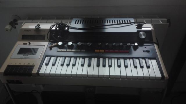 Sankei TCH-8800 'Entertainer' electronic organ and sound system (REBAJADO)