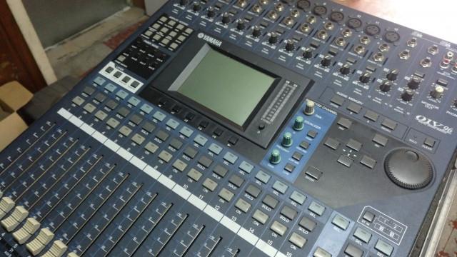 Mesa digital Yamaha 01v96