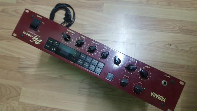 Previo Yamaha DG1000