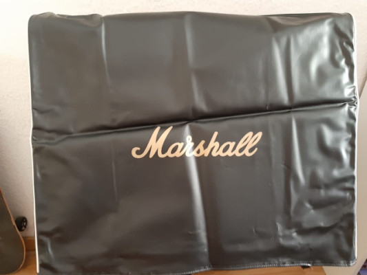 Marshall JCM 2000 DSL 401 combo.