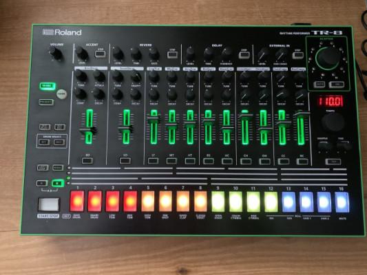 Roland TR8 + decksaver [Envio 24h incluido]