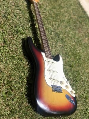Fender stratocaster 1975     (RESERVADA)