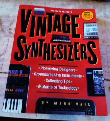 Vintage Synthesizers (En inglés y en buen estado)