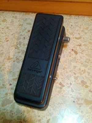 Pedal WAH Behringer HELLBABE HB01