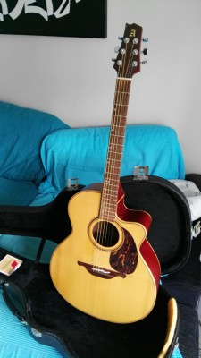 REBAJADO 60 euros. Guitarra electro-acústica Alhambra