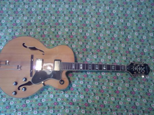 Guitarra de Jazz Epiphone Broadway NA