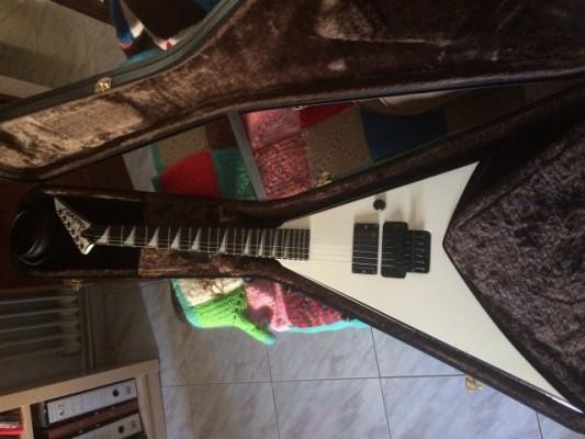 Guitarra eléctrica Jackson RR24 con hardcase