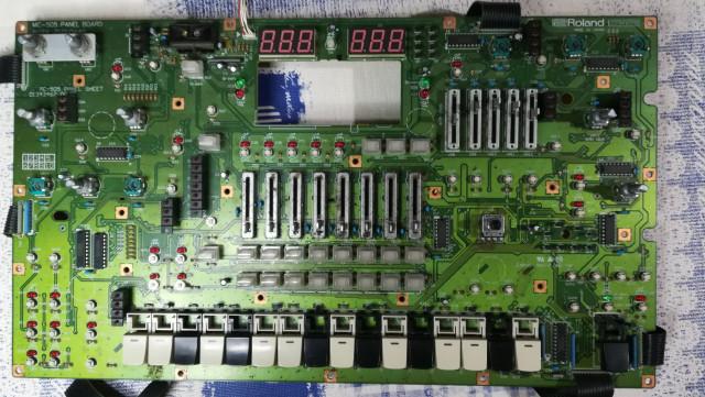 Busco,compro o cambio Roland MC 505 groovebox para despiece