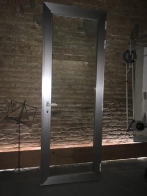 Puerta aislada de aluminio con marco