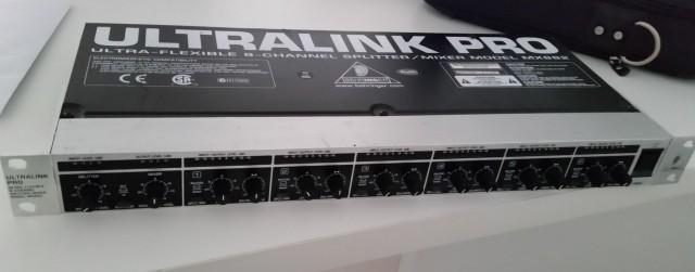 Mixer-Splitter Rack 1U Behringer MX882
