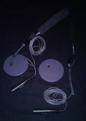 Dos micrófonos akg c747